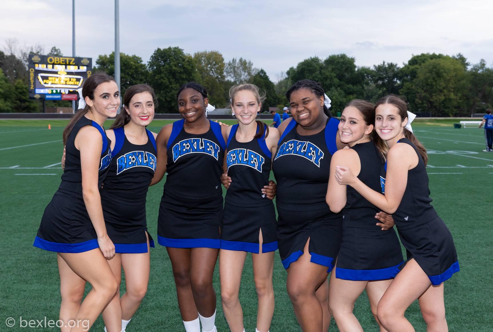 Pre-game photo op of cheerleaders