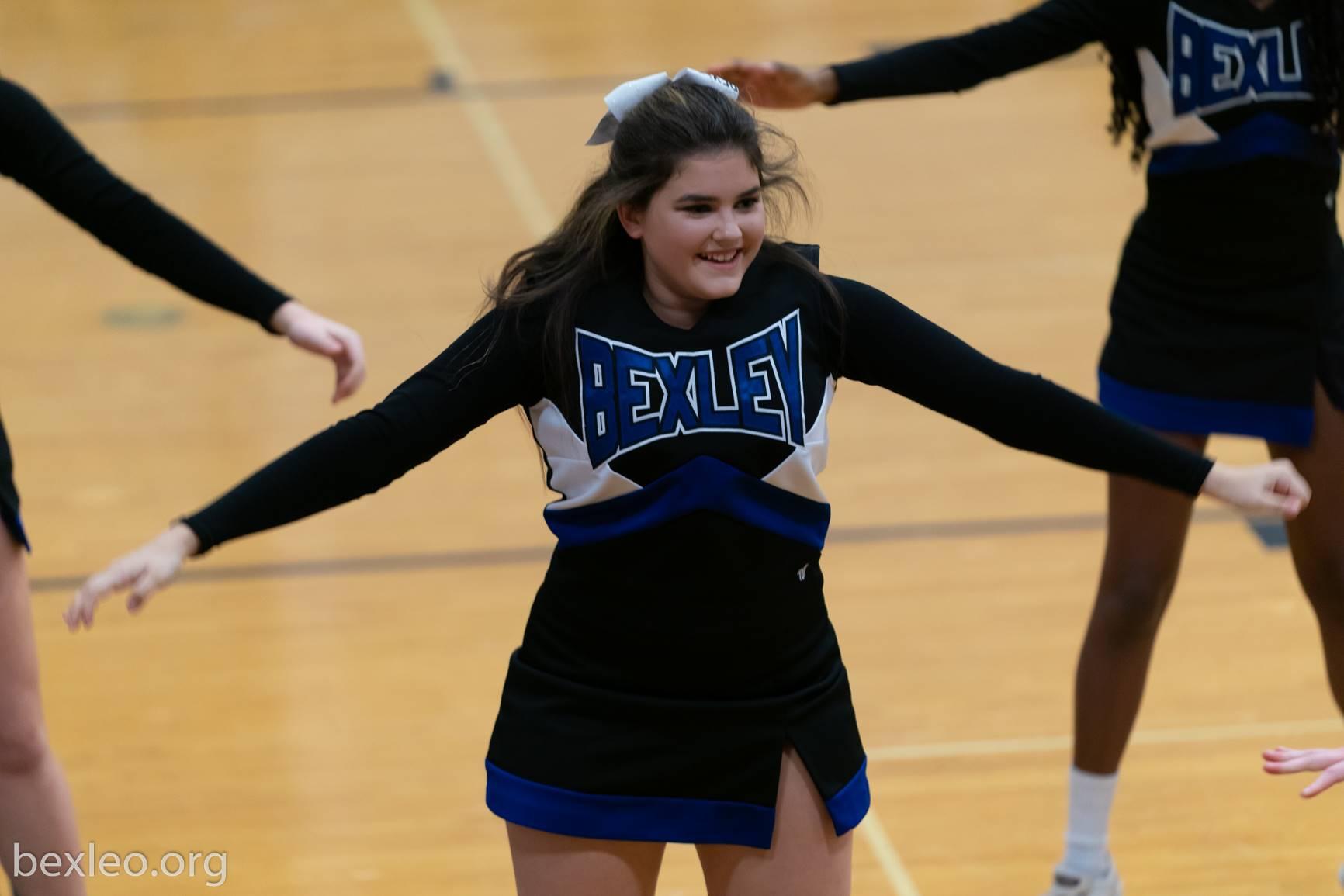 cheerleader cheering