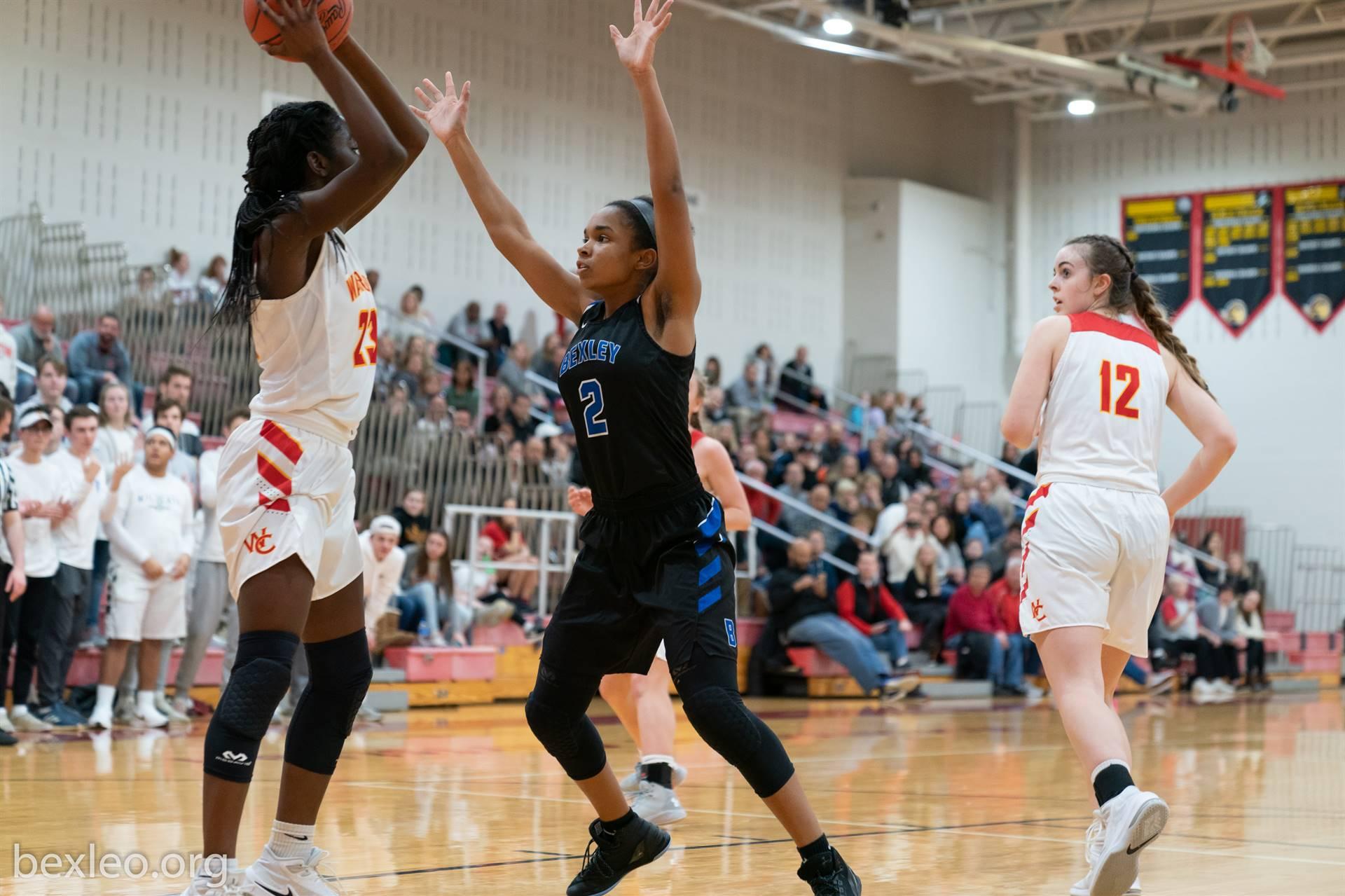 Girls Basketball Player defends vs Worthington Christian