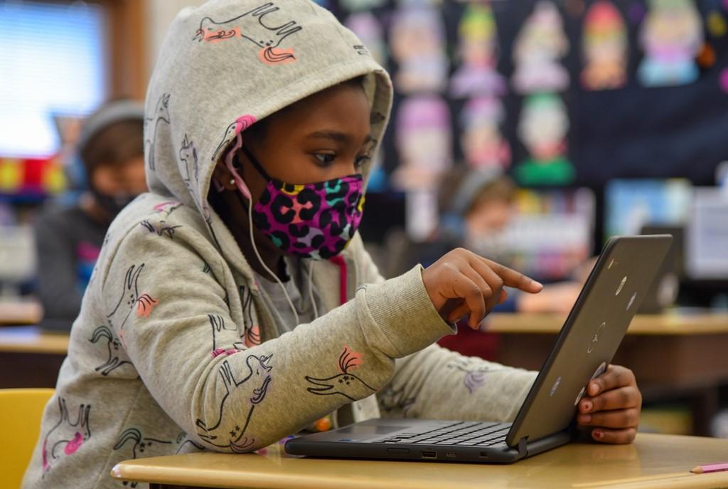 Maryland student using chromebook